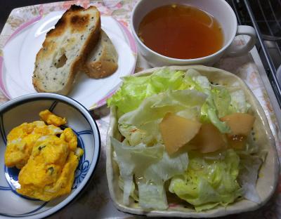 DSC_6777_0508昼・キッチン-筍とレタスサラダ、海苔卵焼き、胡麻パン、お吸い物_400.jpg