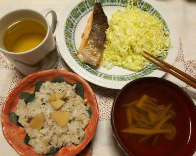 DSC_6780_0508夜-鮭焼きとキャベツ、筍ご飯、筍としめじのお吸い物_400.jpg