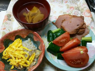 DSC_6784_0509昼-錦糸卵のせ筍ご飯、筍のお吸い物、焼豚とトマトとキュウリのサラダ_400.jpg