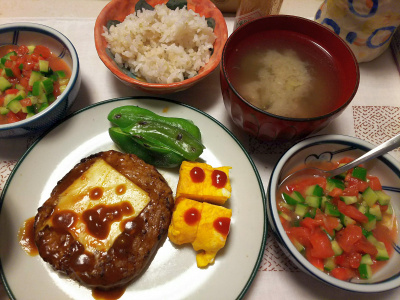 DSC_6922_0515夜-100円ハンバーグ、卵焼き、ピーマン焼き、トマトときゅうりの刻みサラダ、ナスの味噌汁、筍ご飯_400.jpg