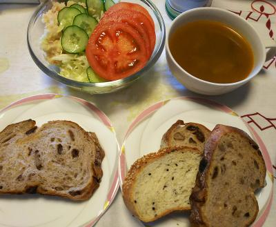 DSC_7081_0529昼-トマトポテトサラダ、レーズンパン、なすカレースープ_400.jpg