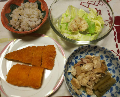 DSC_7089_0529夜-鶏手羽元とゴボウの炊合せ、鯵イカフライ、キャベツとポテトサラダ、雑穀ごはん_400.jpg