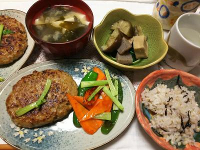 DSC_7168_0606夜-ハンバーグ、大根の茎とピーマン人参、煮物、味噌汁、雑穀ごはん_400.jpg