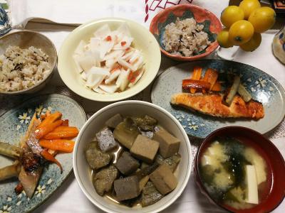 DSC_7204_0609とれたて枇杷の実、鮭焼き、煮物、大根梅和え、雑穀ごはん、味噌汁_400.jpg