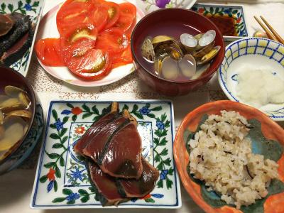 DSC_7226_0611夜-カツオのたたき、大根おろし、アサリの潮汁、トマト、雑穀ごはん_400.jpg