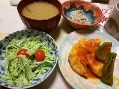 DSC_7560_0626夜-採れたてミニトマトとキャベツときゅうり、チキンとピーマントマトソテー、味噌汁、雑穀ごはん_400.jpg