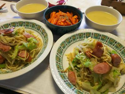 DSC_7651_0706昼-焼きそば、スープ、人参ソテー_400.jpg