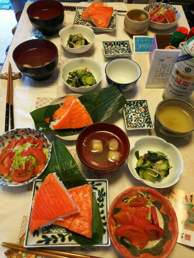 DSC_7676_0708昼-N氏来訪、ます寿し、サラダ、酢の物、お吸い物_400.jpg