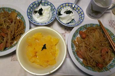 DSC_7752_0712昼-焼きそば、茶葉佃煮のっけヨーグルト、甘夏_400.jpg
