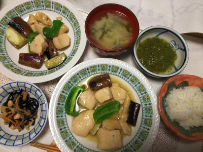 DSC_7758_0712夜-鶏となすとピーマンの出汁炒め、五目納豆、もずく、味噌汁、白ごはん_400.jpg