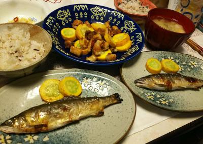 DSC_7783_0714夜-鮎塩焼きズッキーニ添え、ズッキーニとイカの炒めもの、味噌汁、シナチク、雑穀ごはん_400.jpg