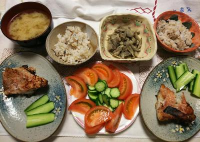 DSC_7787_0715夜-赤魚味噌漬け焼き、トマトサラダ、肉ごぼう、味噌汁、雑穀ごはん_400.jpg