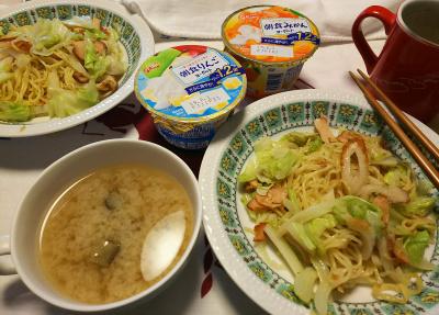 DSC_7907_0721昼-焼きそば、味噌汁、朝食ヨーグルト_400.jpg