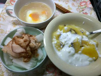 DSC_7919_0723昼・キッチン-チキンと大根サラダ、湯煎卵スープ、キーウィヨーグルト_400.jpg