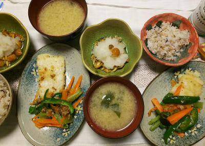 DSC_7997_0730夜-ベトナムの魚バンガシウスレモンペッパー漬けとピーマン人参のソテー、なめこおろし、なめこ風味味噌汁、雑穀ごはん_400.jpg