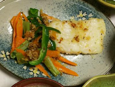 DSC_7997_0730夜-ベトナムの魚バンガシウス 食用ナマズ レモンペッパー漬けとピーマン人参のソテー_400.jpg