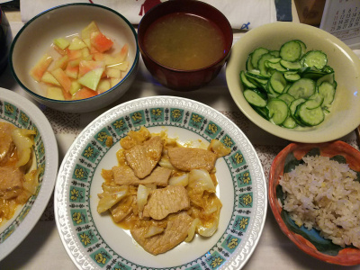 DSC_8061_0805昼-豚味噌漬け焼き、キュウリ酢の物、スイカの皮塩漬け、スープ、雑穀ごはん_400.jpg