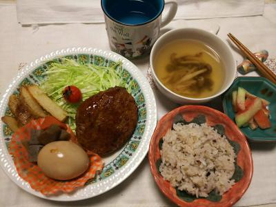 DSC_8099_0807夜-仕事屋のハンバーグセット、しめじスープ、雑穀ごはん、スイカ塩漬け、NEWマグカップに水_400.jpg