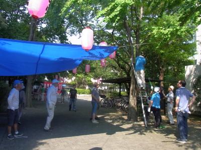 R0046059祭り前日の準備提灯やテント_400.jpg