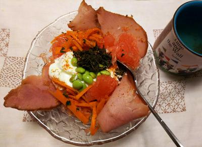 DSC_8405_0902夜-焼豚、茶葉佃煮、枝豆、人参きんぴらトッピングのグレープフルーツヨーグルト_400.jpg