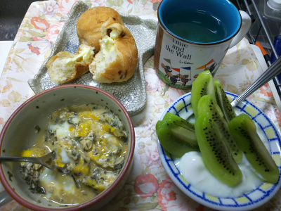 DSC_8467_0905昼-キーウィヨーグルト、茶葉佃煮卵とじ、チーズレーズンパン_400.jpg