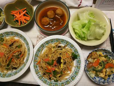DSC_8494_0908夜-ゴーヤチャンプルー、焼きそば、鶏団子トマトソース煮、レタスサラダ、人参胡麻和え_400.jpg