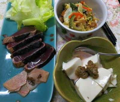 DSC_8512_0909夜・キッチン-鰹のたたき、レタス、ごぼう味噌冷奴、ゴーヤチャンプルー_400.jpg
