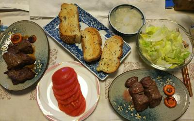 DSC_8553_0913昼-一口ステーキ 大根おろし、トマト、レタスサラダ、ごまパン_400.jpg