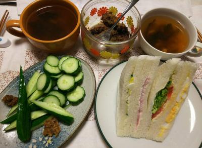 DSC_8584_0915夜-ミックスサンド、キュウリ、ごぼう味噌、しめじとわかめスープ_400.jpg