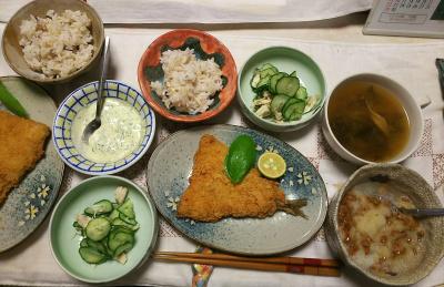 DSC_8689_0922夜-アジフライ、採れたてバジルマヨネーズ、おろし納豆、蒸し鶏キュウリ酢の物、スープ、雑穀ごはん_400.jpg