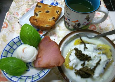 DSC_8711_0924昼・キッチン-焼豚とゆで卵バジル添え、キーウィヨーグルト茶葉佃煮、レーズンパン_400.jpg