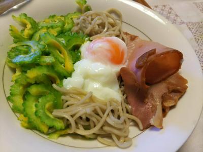 DSC_8808_1004昼-ゴーヤスライスと卵と焼豚のっけ流水麺蕎麦_400.jpg