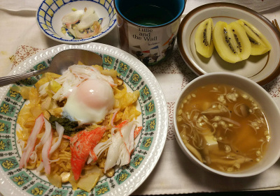 DSC_8852_1005夜-卵とカニカマとキャベツ焼きそばトマト風味、ミョウガのスープ、キーウィ、きざみミョウガ_400.jpg