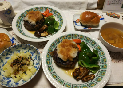 DSC_8881_1006夜-おろしハンバーグ野菜添え、ポテトサラダ、スープ、レーズンロールパン_400.jpg