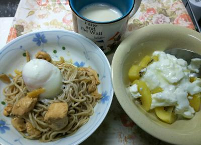 DSC_8919_1009昼-鶏と温泉卵蕎麦、キーウィヨーグルト、豆乳_400.jpg