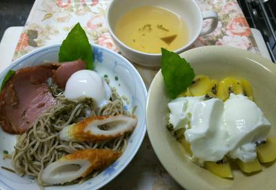 DSC_8965_1015昼・キッチン-焼豚、温泉卵、ちくわのせ流水麺蕎麦バジル添、キーウィヨーグルト、スープ_400.jpg