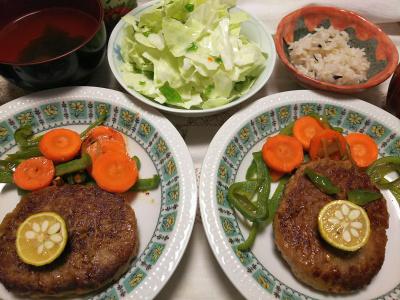 DSC_8970_1015夜-ハンバーグゆず添え、野菜ソテー、キャベツちぎりサラダ、雑穀ごはん、お吸い物_400.jpg