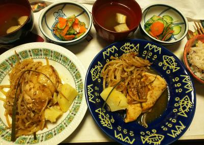 DSC_9095_1022夜-チキンソテー(ムネ肉とモモ肉)、もやしとポテト、きゅうりと人参酢の物ミョウガあえ、麩のお吸い物、雑穀ごはん_400.jpg