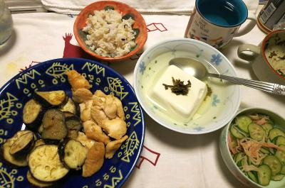 DSC_9138_1025夜-吟醸漬けかしわ、ナスソテー、湯豆腐、きゅうりとカニカマ酢の物、雑穀ごはん_400.jpg