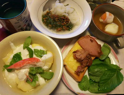 DSC_9143_1026昼-チャーシューバジルチーズトースト、リンゴヨーグルトにカニカマ添え、めかぶ納豆おろし、温泉卵スープ_400.jpg