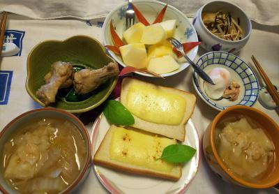 DSC_9150_1027昼-鶏煮込みOR温泉卵、スープワンタン、チーズトースト、リンゴ、大根昆布和え_400.jpg