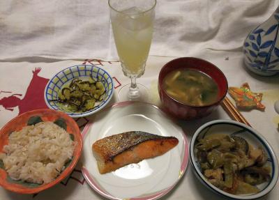 DSC_9219_1031夜-鮭焼き、ナス味噌炒め、味噌汁、大根葉昆布和え、雑穀ごはん、シークヮーサーソーダ_400.jpg