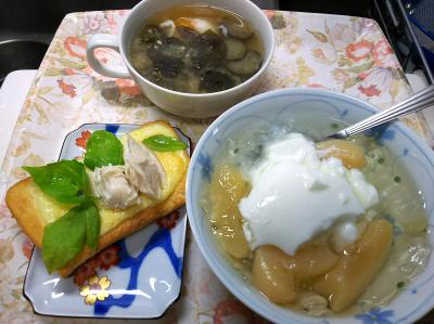 DSC_9235_1102昼-採れたてバジルのチーズトースト、洋梨コンポートのヨーグルト、温泉卵ナス味噌汁_400.jpg