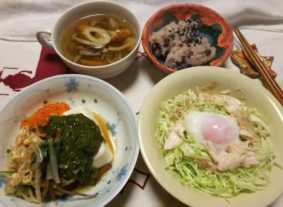 DSC_9244_1103夜-温泉卵と蒸し鶏サラダ、ナムルとめかぶのっけ冷奴、ちくわのスープ、非常食お赤飯_400.jpg