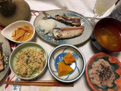 DSC_9256_1104夜-サンマ焼き、おから、かぼちゃ煮、メンマ、スープ、非常食赤飯、シークヮーサーソーダ_400.jpg