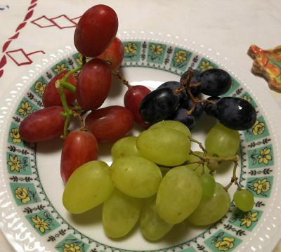 DSC_9261_1105夜-3種類の種無しブドウ、皮も食べられる、野菜みたい_400.jpg