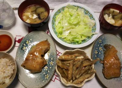 DSC_9290_1106夜-カレイ煮付け惣菜、ワカサギの唐揚げ、レタス、ナスと豆腐の味噌汁、雑穀ごはん_400.jpg