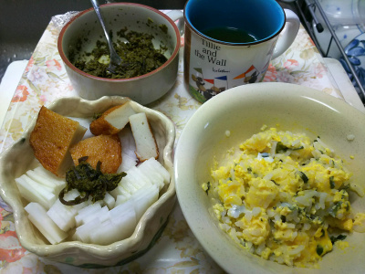 DSC_9298_1108昼-非常食わかめご飯卵とじ、丸天と大根サラダ、茶葉佃煮_400.jpg