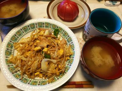 DSC_9607_1121昼-焼きそば、味噌汁、トマト_400.jpg
