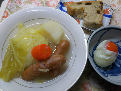DSC_9677_1127昼・キッチン-ポトフ、温泉卵、レーズンパン_400.jpg